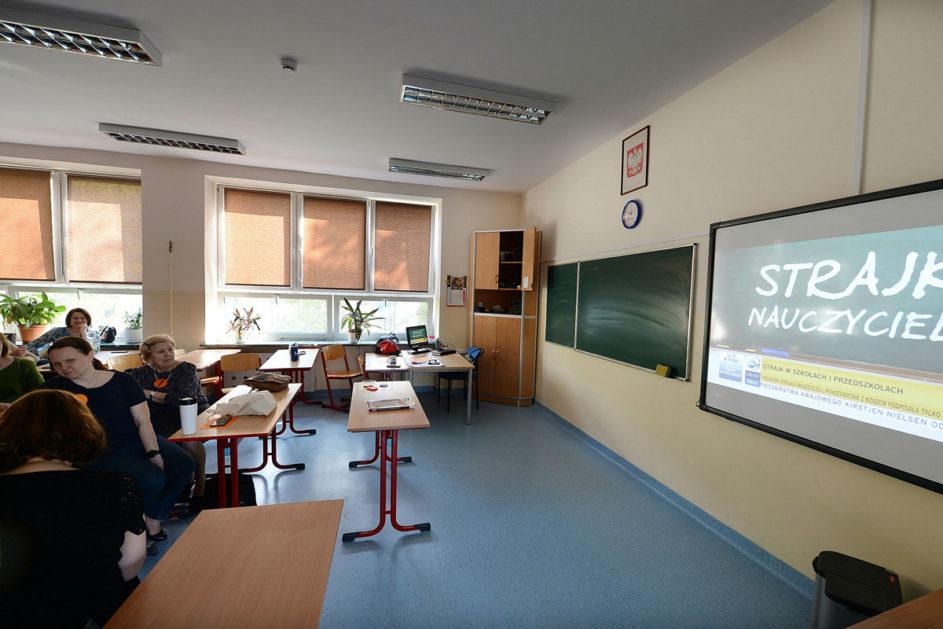 Streikende Lehrer in Polen: Ohne Nebenjob kommt man kaum über die Runden