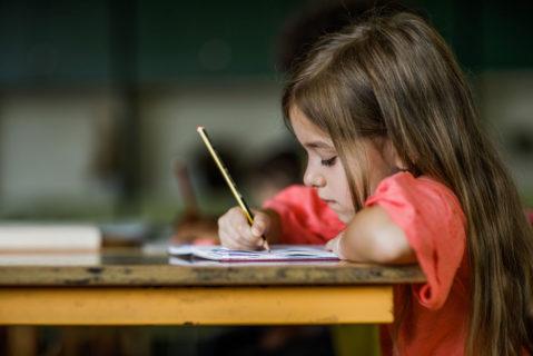 In Deutschland wünschen sich laut DJI-Studie 71 Prozent der Eltern eine Ganztagsbetreuung für ihre Kinder. Derzeit gibt es aber nur für 48 Prozent ein entsprechendes Angebot.