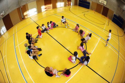 Schüler im Sportunterricht