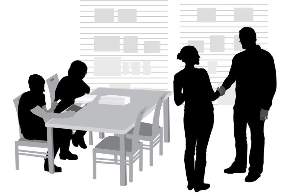 Die Klassenlehrerin sollte das Engagement der Eltern anerkennen und gleichzeitig dem übergriffigen Verhalten Grenzen setzen.