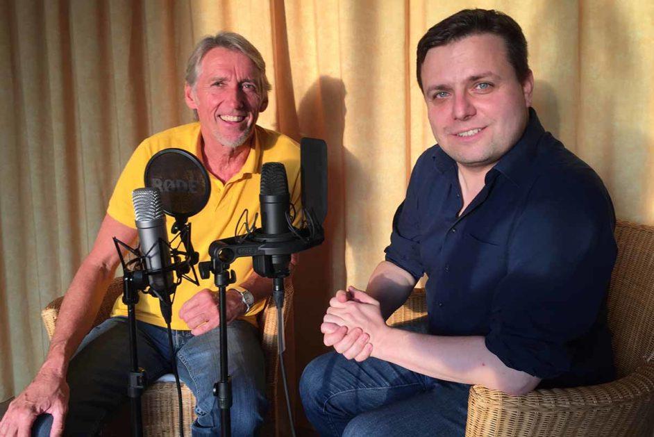 Helmut Hochschild und Leon Stebe bei der Aufnahme für den Podcast