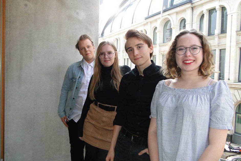 Vier Schülerinnen und Schüler aus Berlin und Brandenburg sprechen über Demokratie