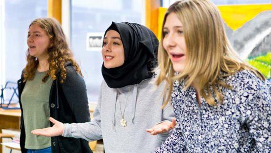 Jugendliche diskutieren