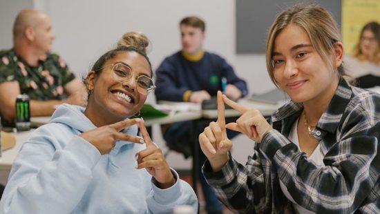 Zwei Schülerinnen der BBS Einbeck