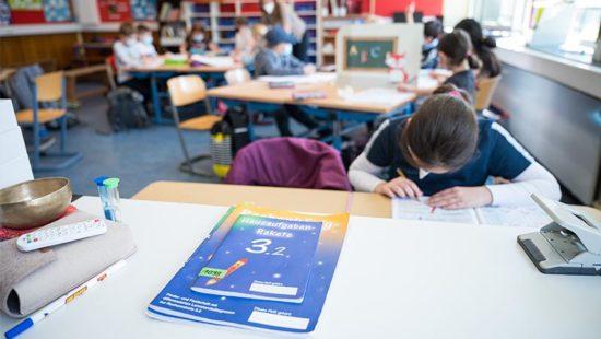Lernrückstände Kinder im Unterricht